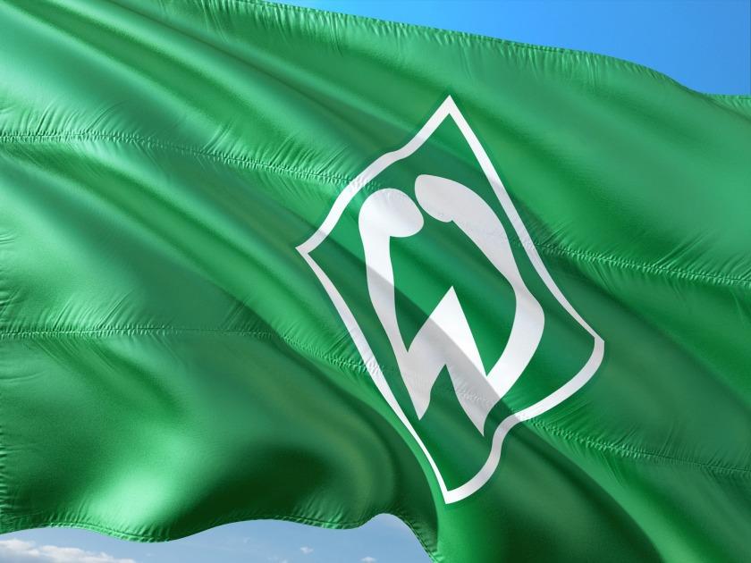 Wehende Werder-Bremen-Fahne