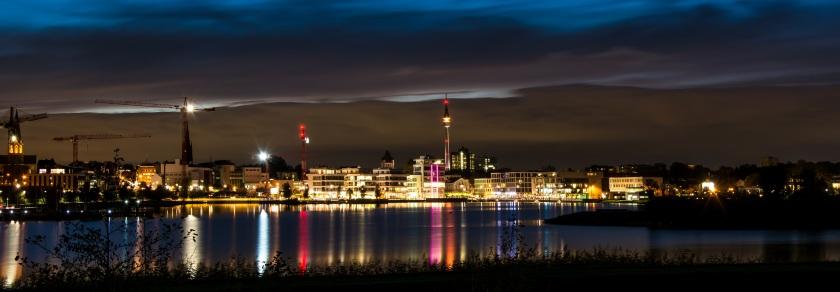 Aussicht auf den Florianturm in Dortmund bei Nacht