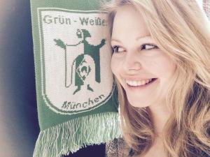Nadine Becker & Schal von Grün-Weißes München