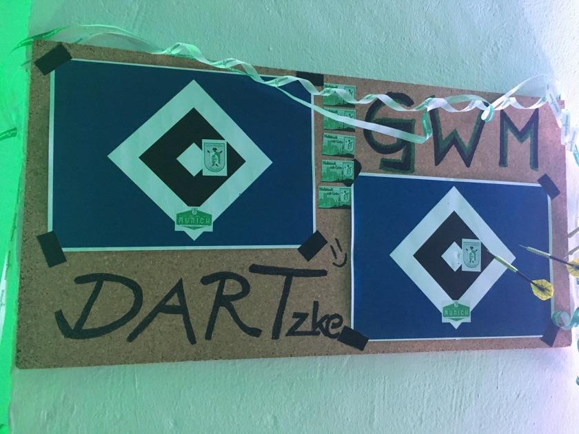Dart-Spiel mit HSV Zielscheibe