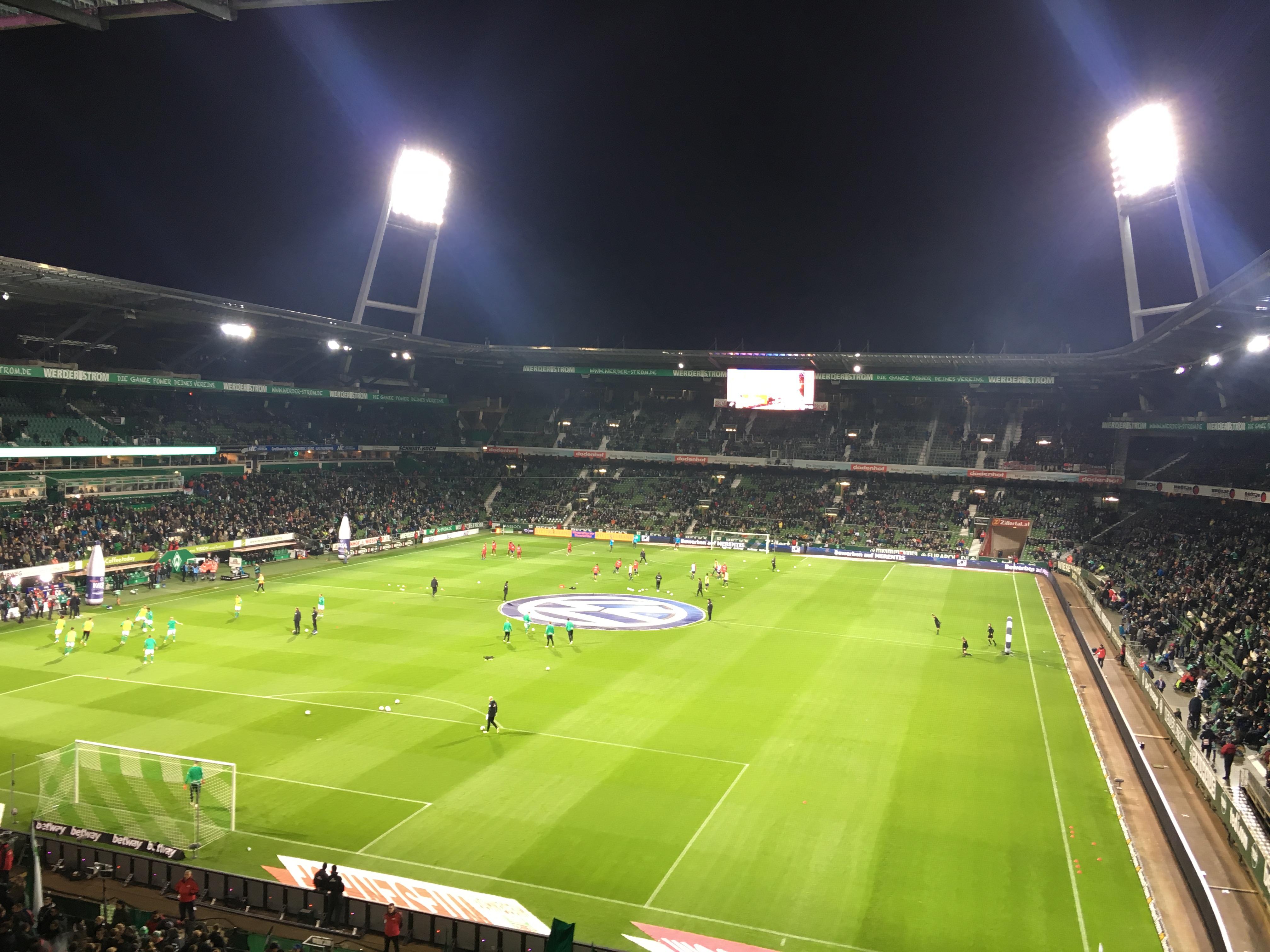 Das Weserstadion in voller Pracht im Flutlicht