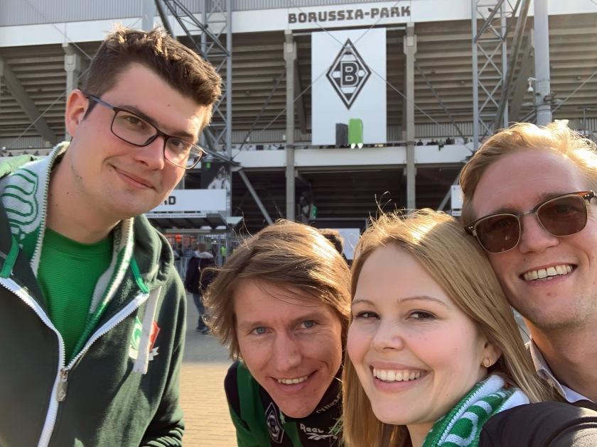 Bild von 4 Menschen vor dem Borussia-Park