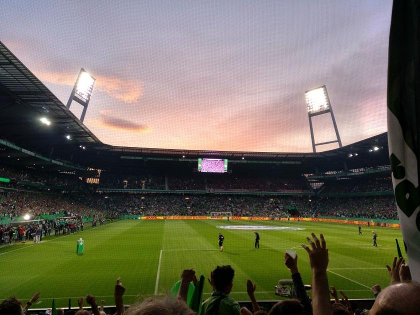 Weserstadion in der Abenddämmerung