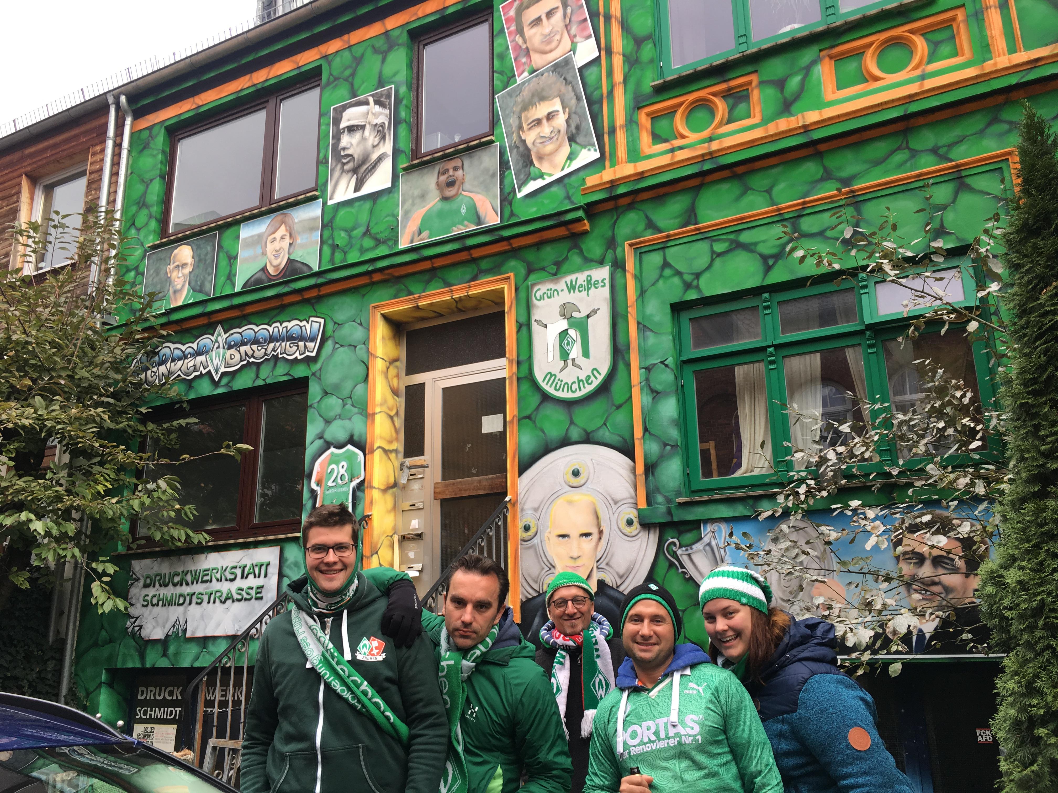 Grün Weißes München vor der Bremer Botschaft